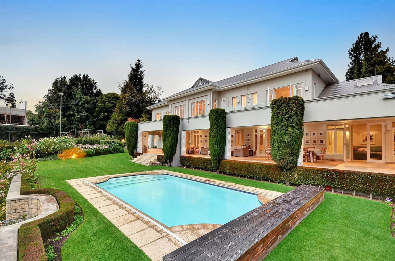 7 Bedroom House For Sale in Hyde Park