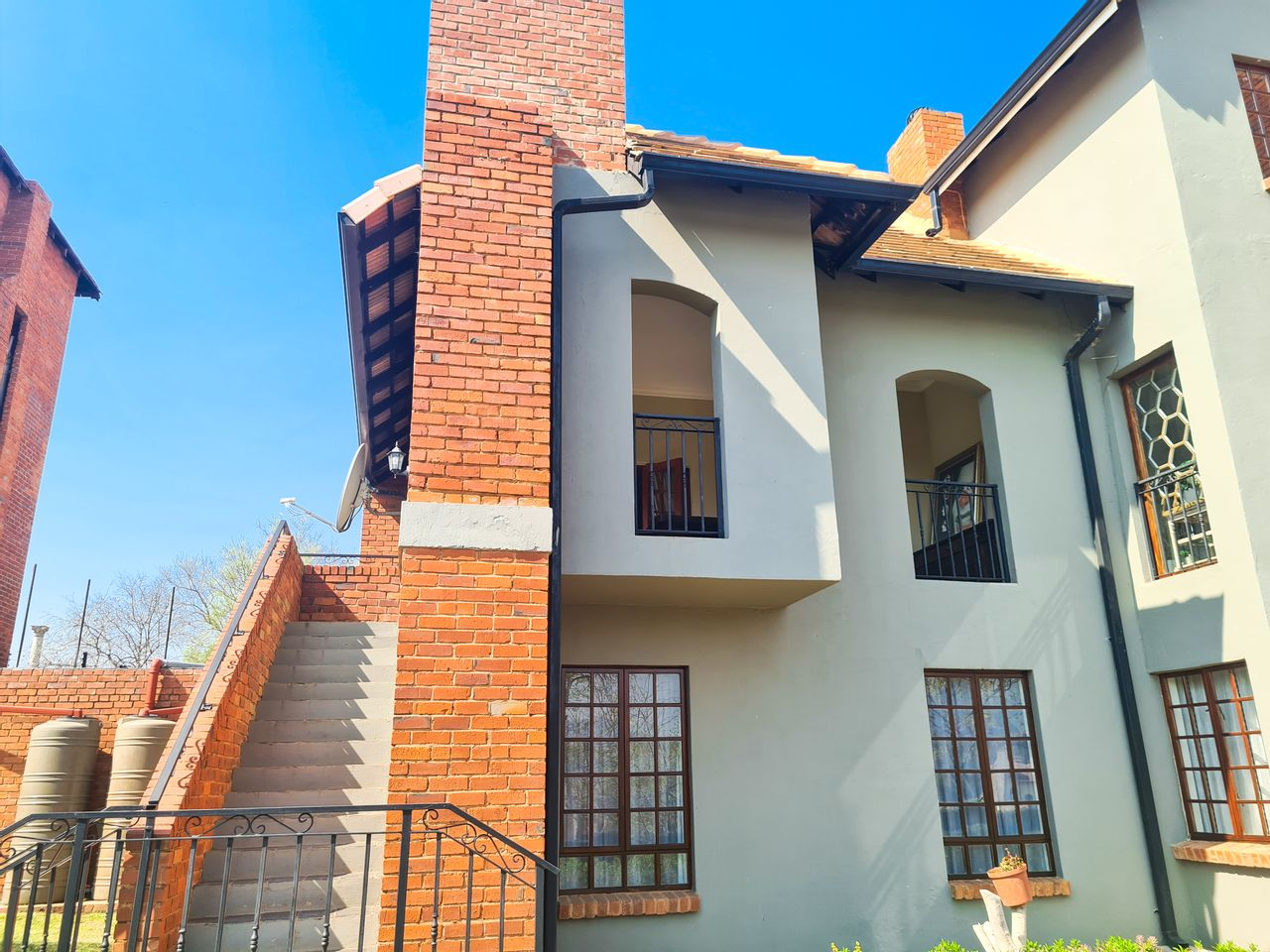 3 Bedroom Apartment For Sale in Ifafi