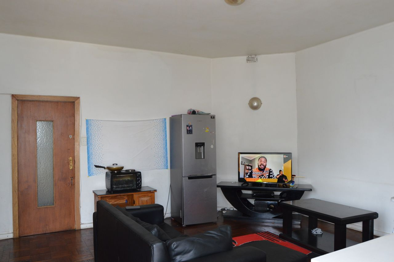 2 Bedroom Apartment For Sale in Johannesburg Central