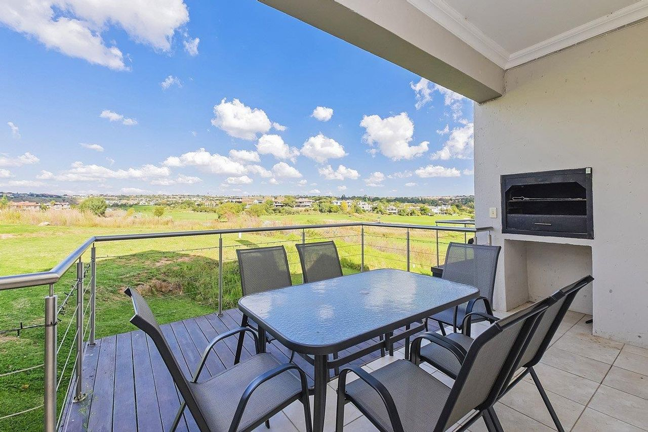 2 Bedroom Flat For Sale in Eagle Canyon Golf Estate
